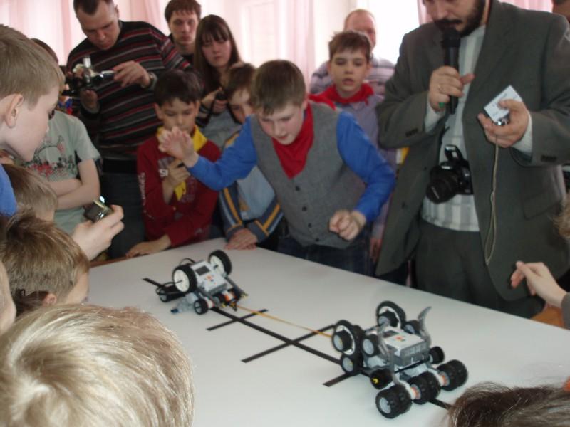 Юные новоуральские робототехники выходят на федеральный уровень