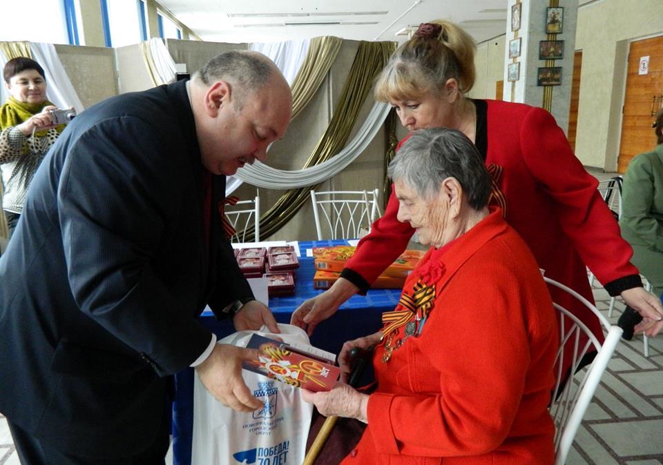Вручение Юбилейных медалей ветеранам-труженикам тыла и жителям блокадного Ленинграда