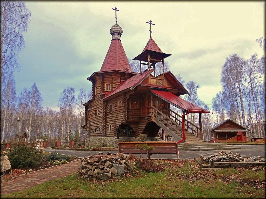 В Новоуральске отметили 20-летие храма Серафима Саровского