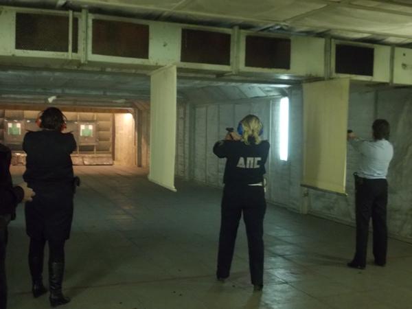 В Новоуральске представительницы прекрасного пола соревновались в стрельбе из табельного оружия