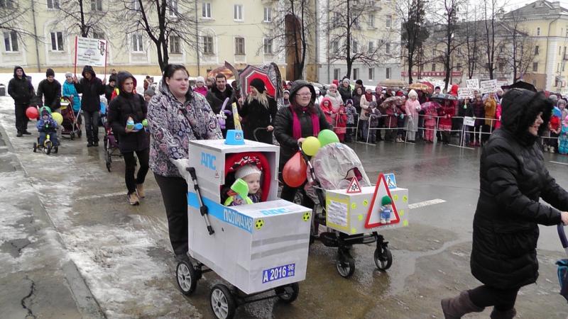 В Свердловской области полицейские организовали флешмоб «Мы выбираем безопасность!»