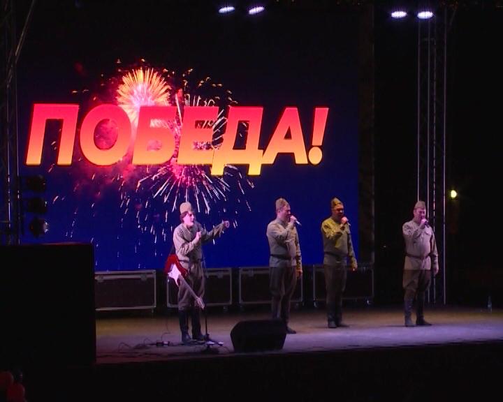 День Победы на площади у КСК