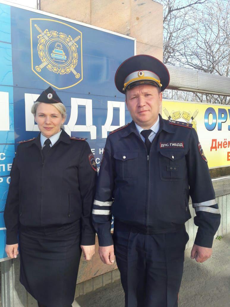 Спас жизнь горожанина. В Новоуральске сотрудник полиции вынес из горящей квартиры человека
