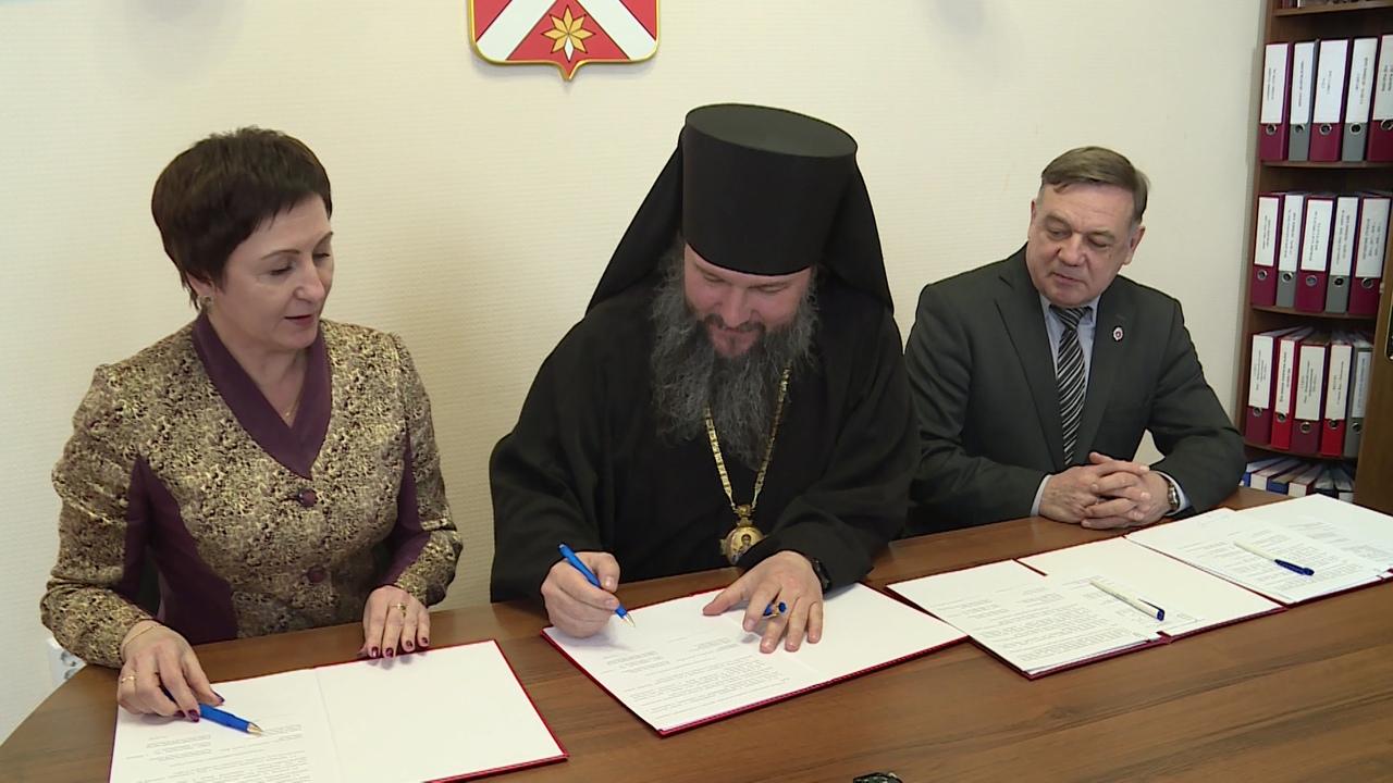 Подписали документ с Божьей помощью