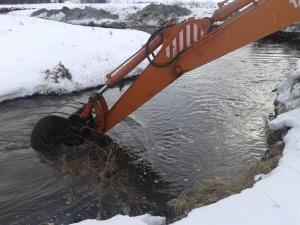 Между нами тает лед. Специальные службы Новоуральска проводят антипаводковые мероприятия