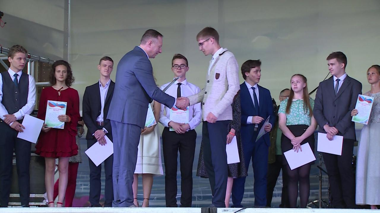 Единый выпускной вечер для школьников НГО – хорошая традиция Новоуральска
