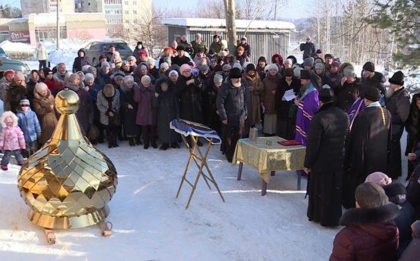Епископ Нижнетагильский и Невьянский Евгений освятил купол и крест храма в честь Казанской иконы Божией матери