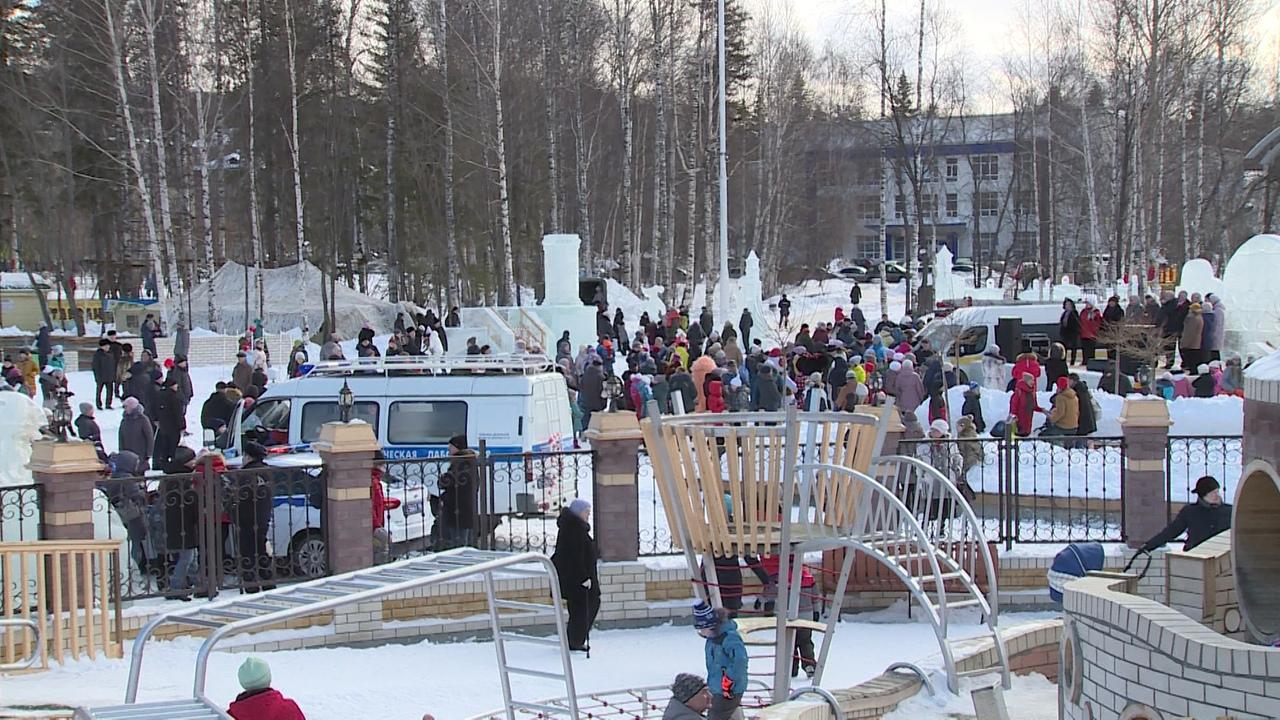 От горячей солдатской каши до дымового салюта - День защитника Отечества в Новоуральске