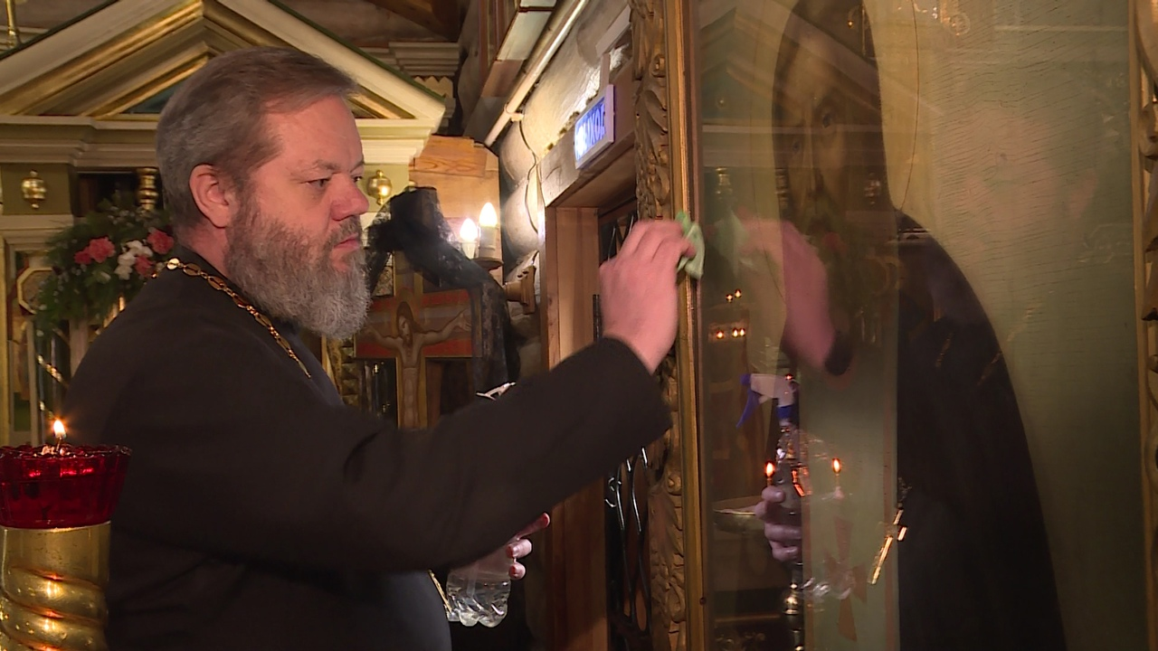 Служители церкви призывают верующих в «Пасху» остаться дома