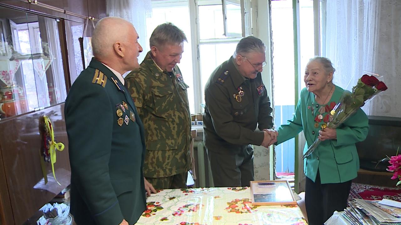 Медаль к 100-летию военной контрразведки вручили 95-летней Вере Прокопьевне Резеповой