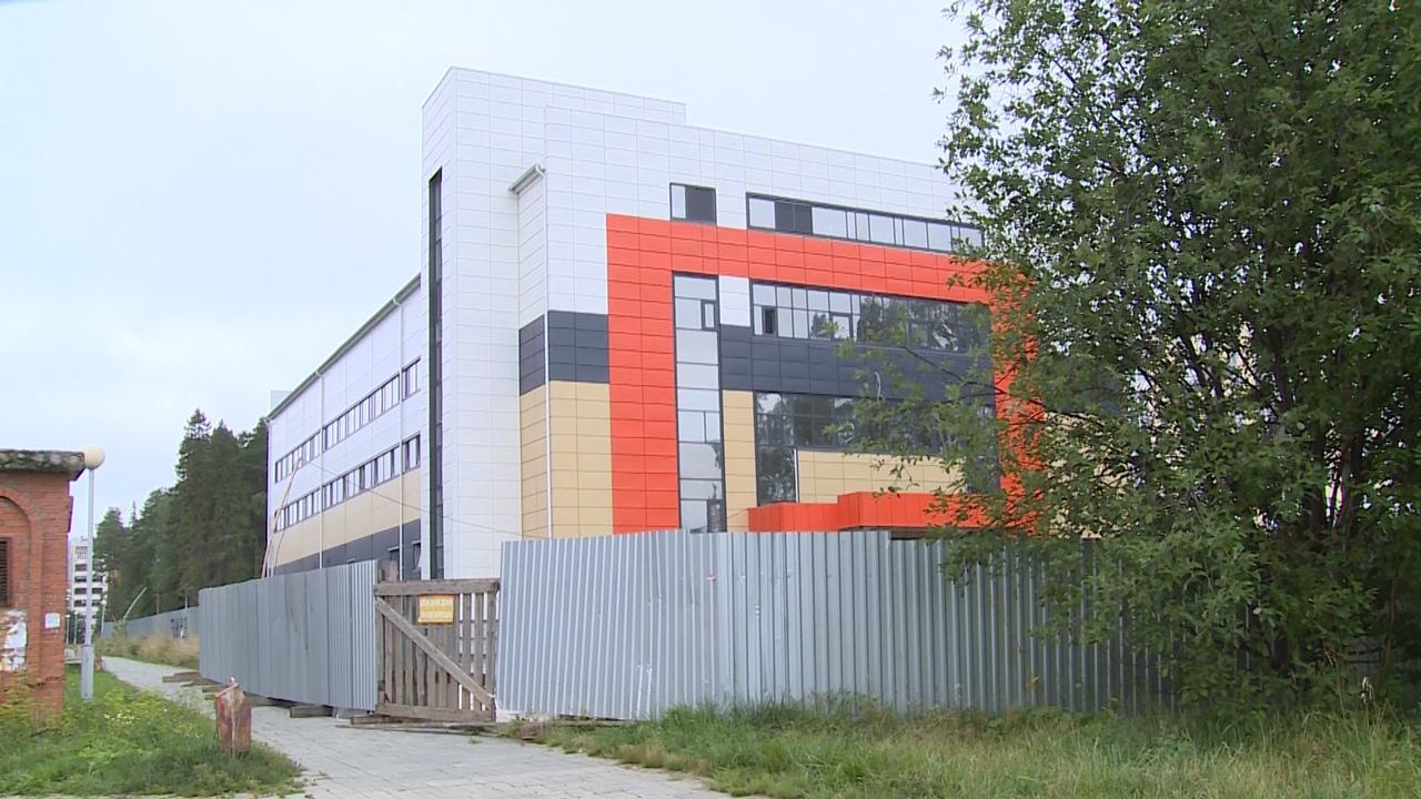 Готовность - 90 %. В Новоуральске заканчивается строительство физкультурно-оздоровительного комплекса в Южном районе