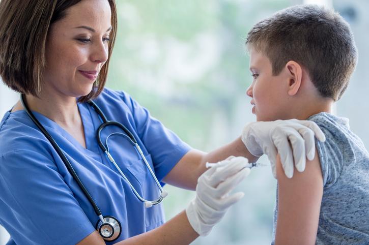 В Новоуральске стартовала вакцинация детей от гриппа
