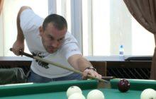 С азартом и удовольствием! Новоуральцы участвуют в городском турнире по бильярду