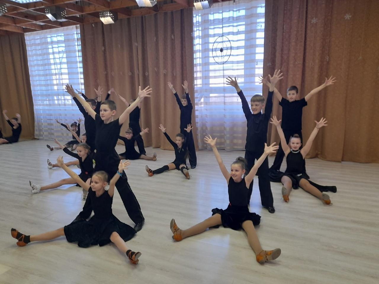 После двухлетнего перерыва к нам возвращается конкурс ансамблей бальных танцев. Шоу обещает быть фееричным и ярким