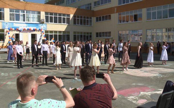 В школах Новоуральского округа отзвенели последние звонки