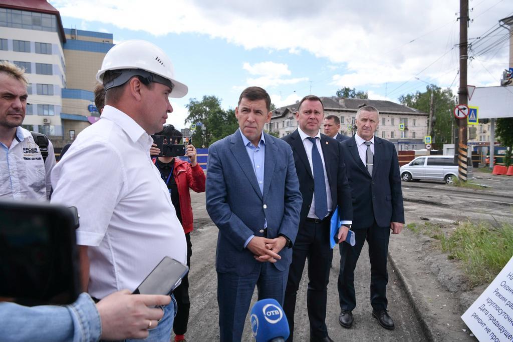 Евгений Куйвашев потребовал вести дорожные ремонты без простоев и под контролем жителей городов с трансляцией на интернет-порталах