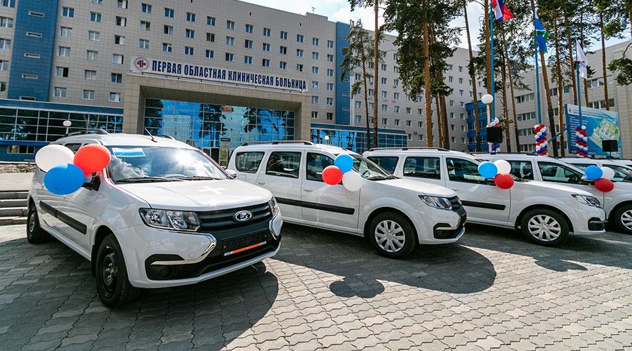 Евгений Куйвашев передал больницам региона новые санитарные автомобили, которые сделают медпомощь уральцам ещё доступнее