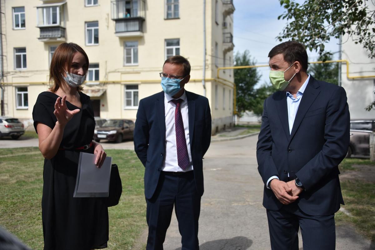 Евгений Куйвашев передал главе Каменска-Уральского для решения перечень острых вопросов, волнующих горожан