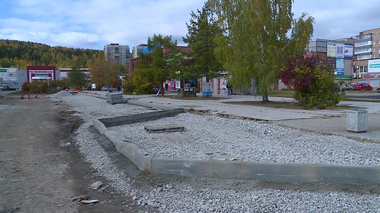 В Новоуральске идет реконструкция пешеходной зоны на улице Комсомольской